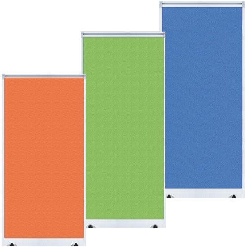 オレンジ、グリーン、ブルーなどのカラーが豊富で布張りやマグネットが利用できる国産軽量パーティション