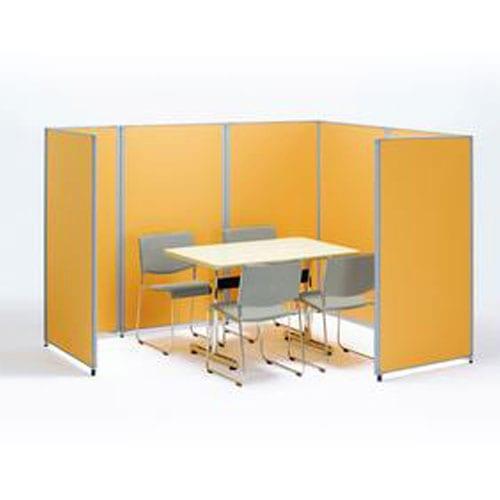 スチール製布張りパーテーションでオフィスのミーティングスペースをレイアウトしたイメージ
