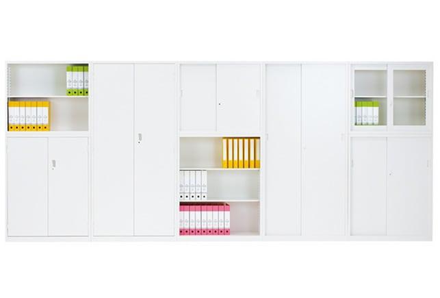 引き違い書庫やオープン書庫などALZシリーズのキャビネットをオフィスにレイアウトしたイメージ