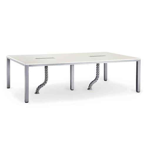配線ダクトや配線ボックスなどがついた高機能なフリーアドレステーブル