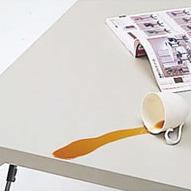 水に強い天板を採用し、屋外での利用もしやすい激安会議テーブル