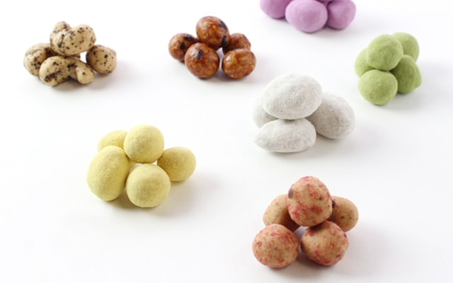 様々な味の豆菓子を製造