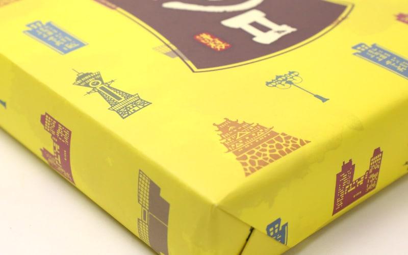 大阪土産らしい包装紙の写真