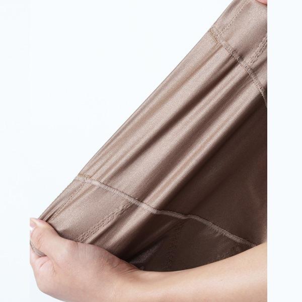 お肌に心地よい高級トリスキン素材で長時間の着用も負担にならないガードル