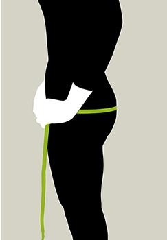 ヒップサイズの測り方。鏡の前で横向きに立ち、直立で足を閉じた状態になります。一番出ているところを測ります。