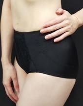 ボディに吸い付くような気持ち良い素材と補正力で下腹部を抑えてヒップアップ可能なMDNショーツガードル