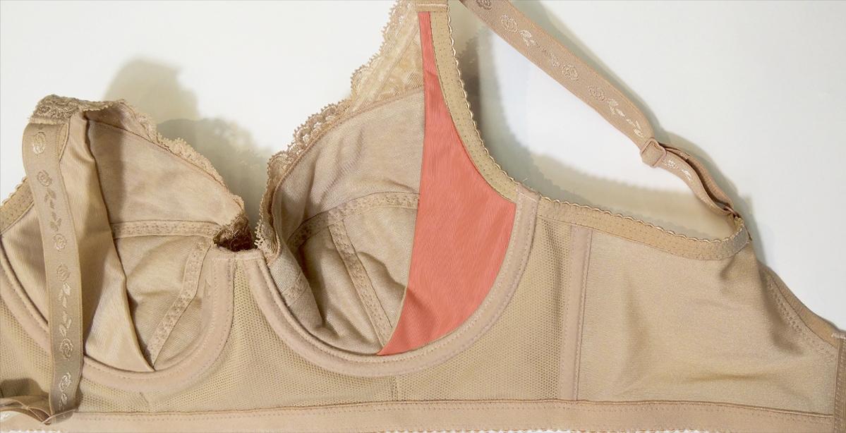 ブルームリュクスのブラジャーはアンダーバスト部分が幅広で持ち上げたお胸を逃がしません。