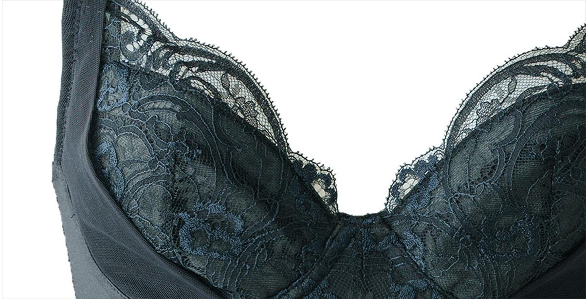 最高級リバーレースによるインポートランジェリ—のような透け感で美しい肌を演出