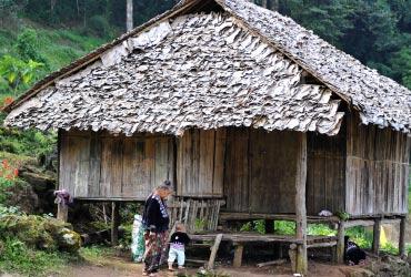 モン族の村の様子