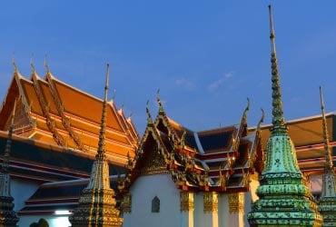 仕入れ出張の際はタイの寺院にお参りもします♪