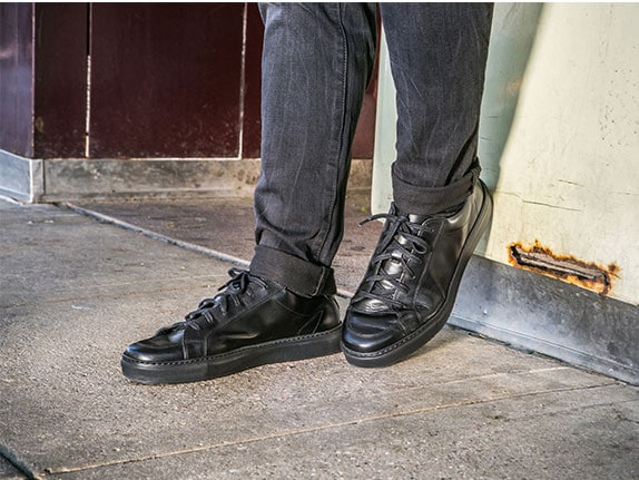 ビジネス使いNo,1!素材感で一目置かれるプレミアムレザーの質感。長年愛せるスタイリッシュで引き締まる定番ブラック。