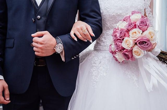 結婚式での男女