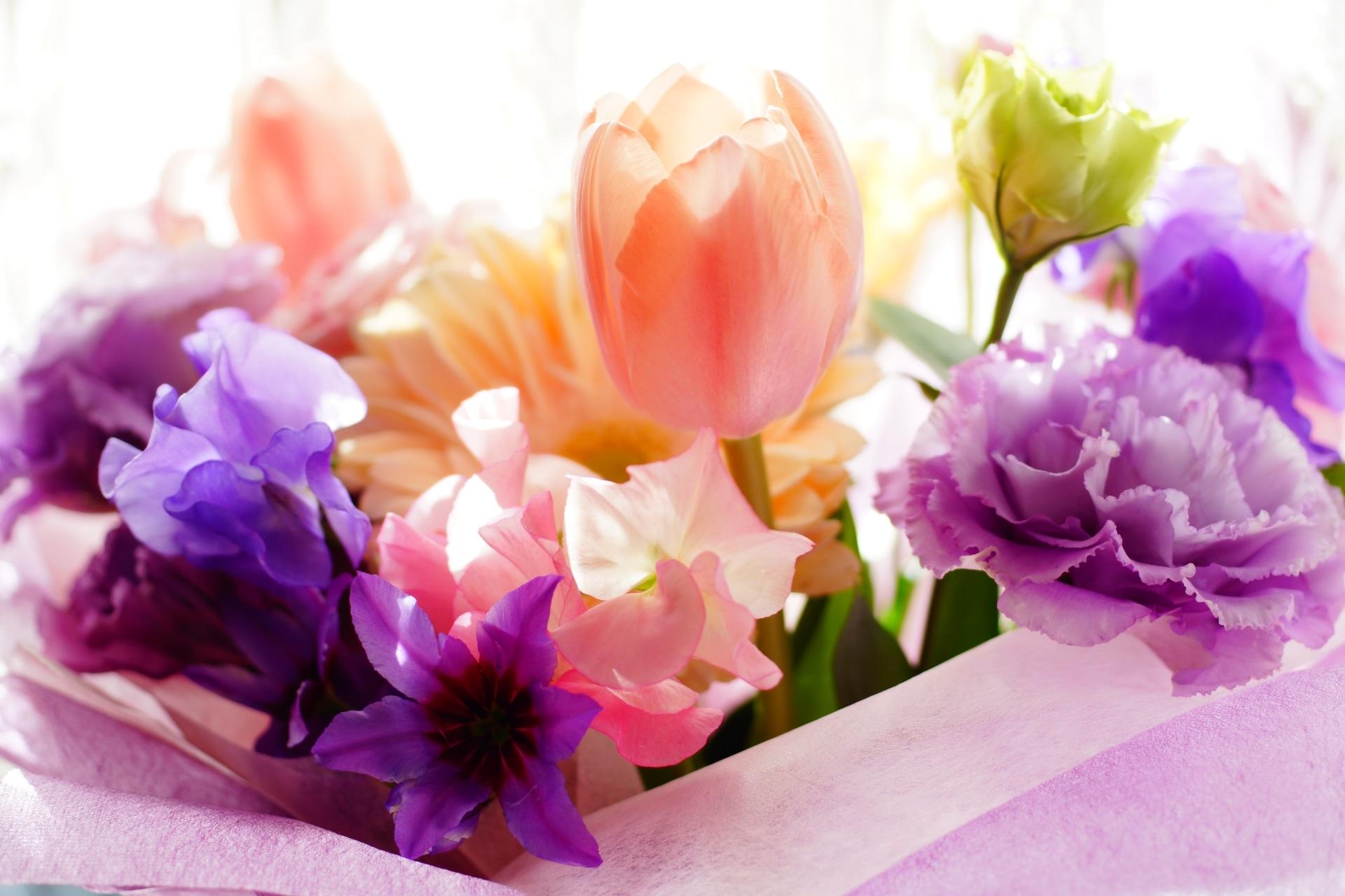 プレゼントするなら造花?生花?プロポーズでもらって嬉しい花束・アレンジの素材は?