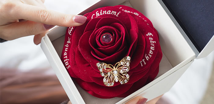 ハンドメイドで作る温かみのある赤バラ