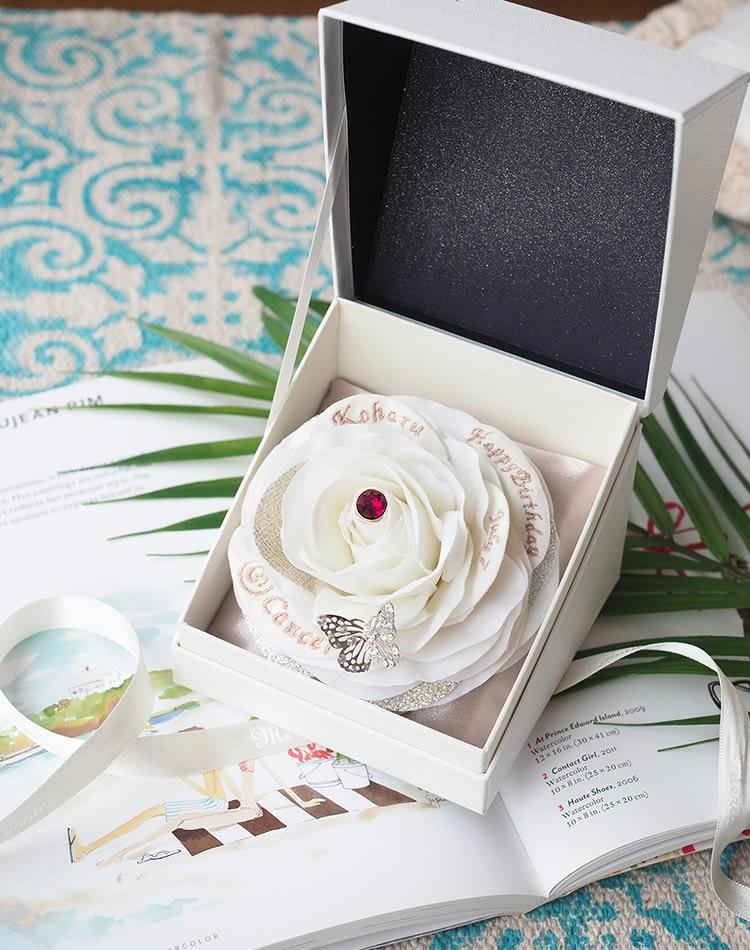 7月生まれに贈る白いバラのバースデーギフト