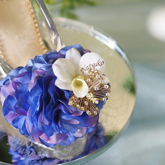 白い胡蝶蘭の花びらに彼女の名前入り 例)Natsuko