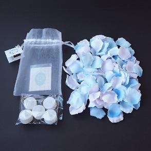 ブルーグラデーションの花びら50枚とLEDキャンドルライトのセット