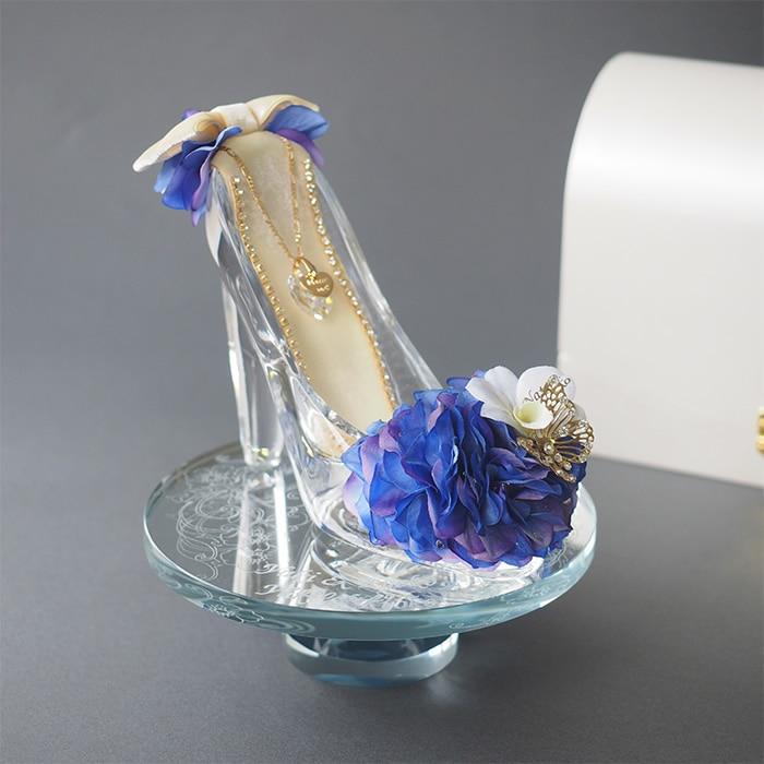 ガラスの靴を美しく飾るクリスタルミラースタンド