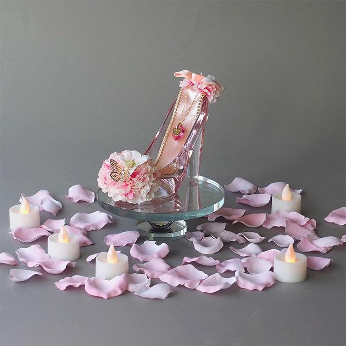 ピンクの花びら50枚とキャンドルで特別演出