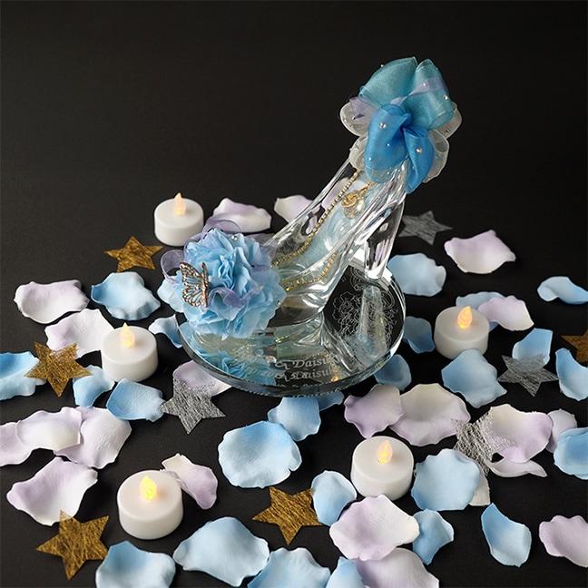 ガラスの靴の周りに花びらとキャンドル、冬限定の星ペーパーをセットしたロマンティック演出が実現