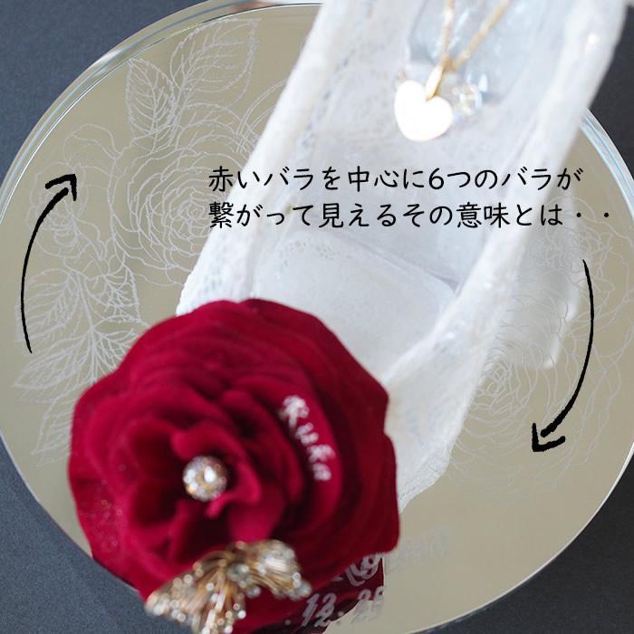 クリスタルミラースタンドには花模様と愛のメッセージ