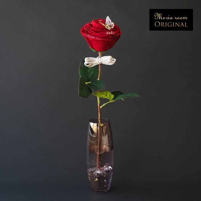 メッセージ入り赤いバラの花