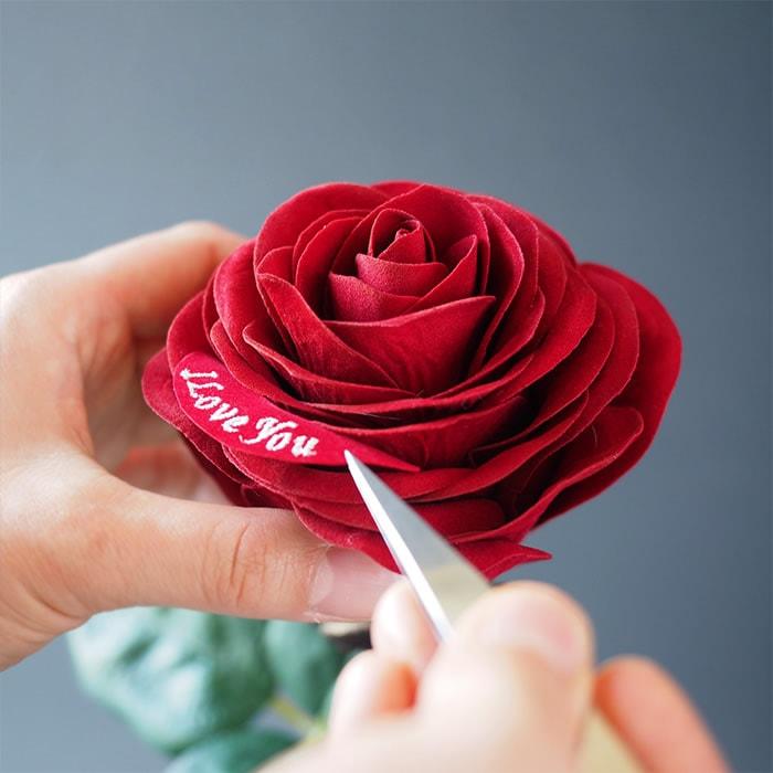 お手入れ不要で枯れずに飾れるバラの花