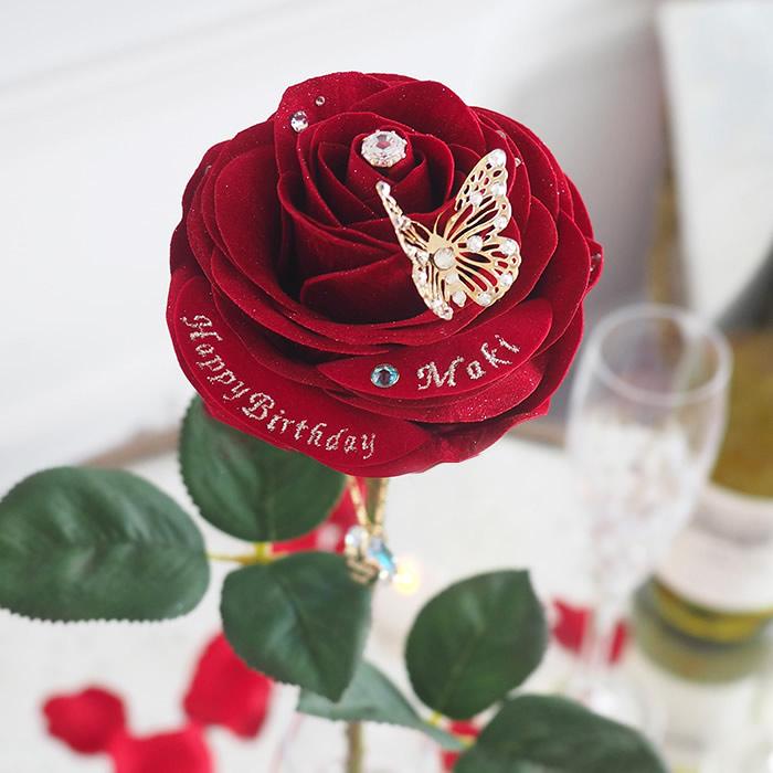 花びらの形・色合い・細部にこだわりぬいた赤バラ