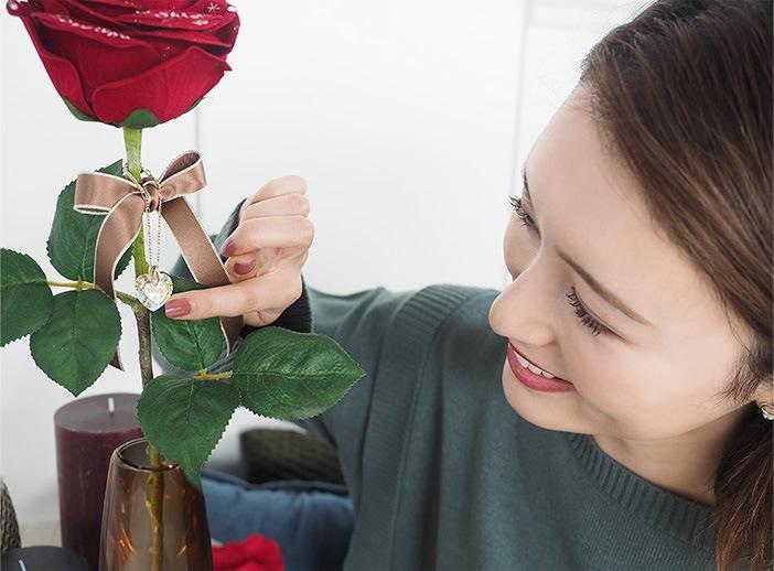 赤バラにプロポーズ専用チャームをセット