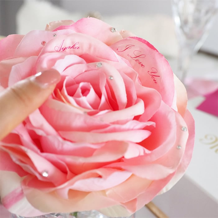 愛の言葉を伝える花びらメッセージ