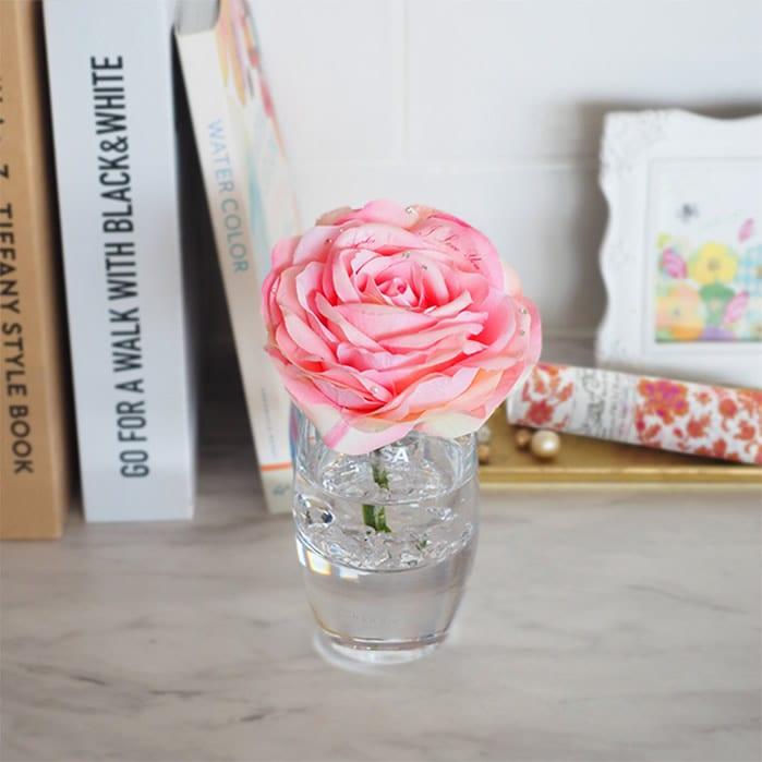 どんなお部屋にも溶け込むピンクのバラ