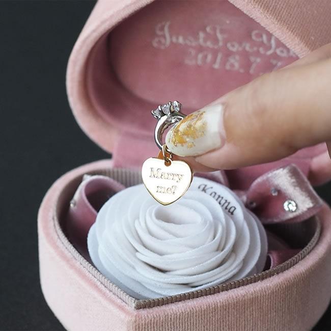 メリアルームメン プロポーズにお花のプレゼント