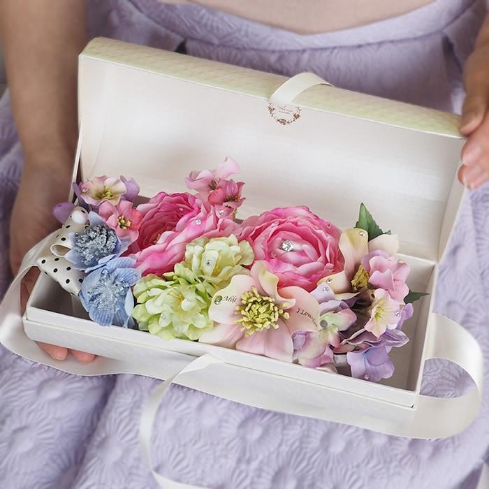 ボックスの中から色とりどりのお花が登場