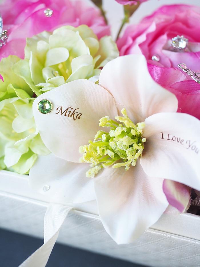 花びらには彼女への愛のメッセージ
