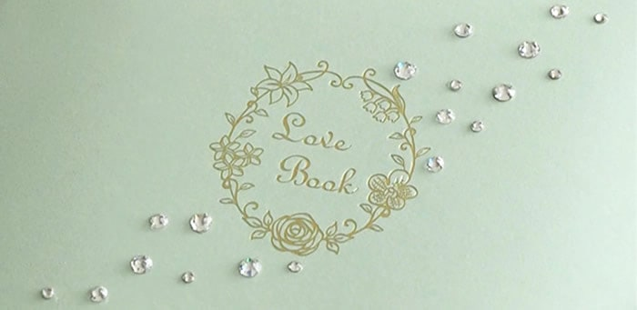 LoveBookの表紙を装飾するラインストーンデコレーション