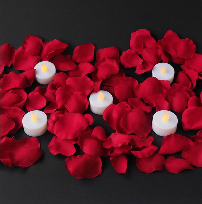 バラの花びらとキャンドルでお手軽セッティング