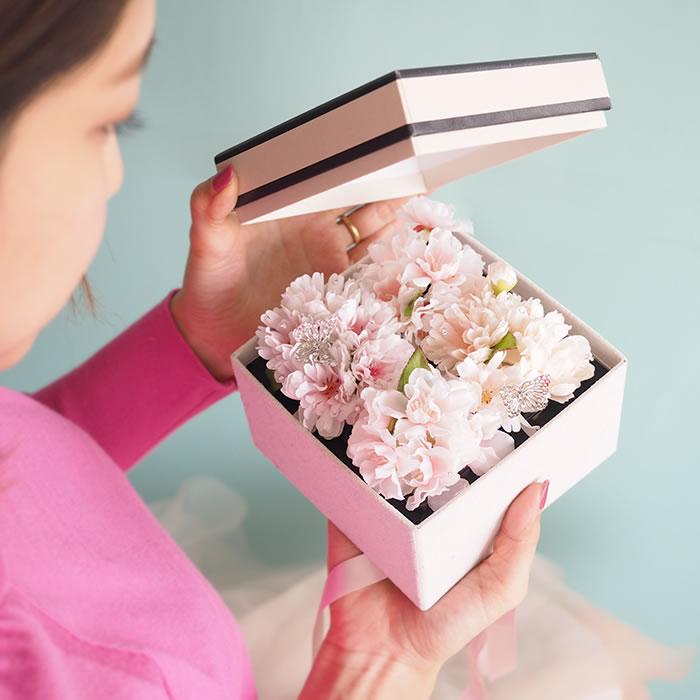 ボックスを開けると満開の桜が登場