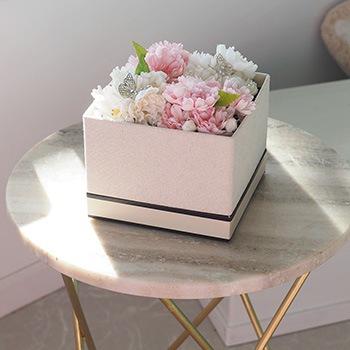 箱のまま飾れるシックなボックス