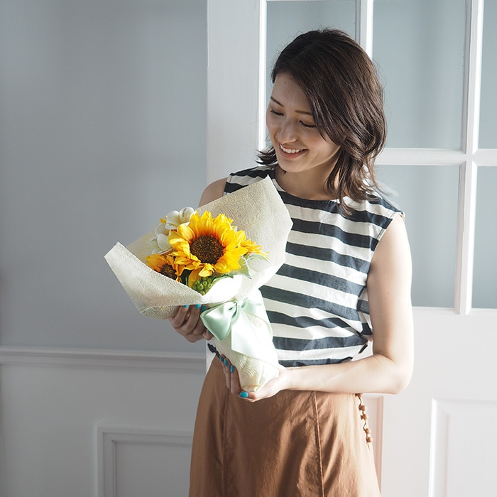 夏らしいひまわりの花束