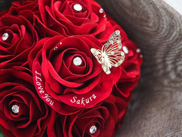 彼女の名前とメッセージ刺繍入り!メリアルームオリジナル赤バラの花束
