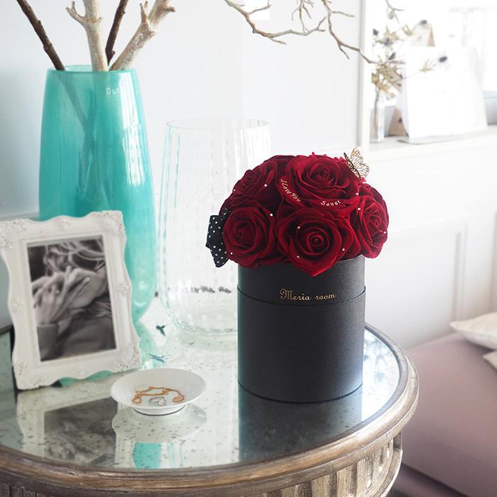 ボックスのままお部屋に飾れる赤バラ