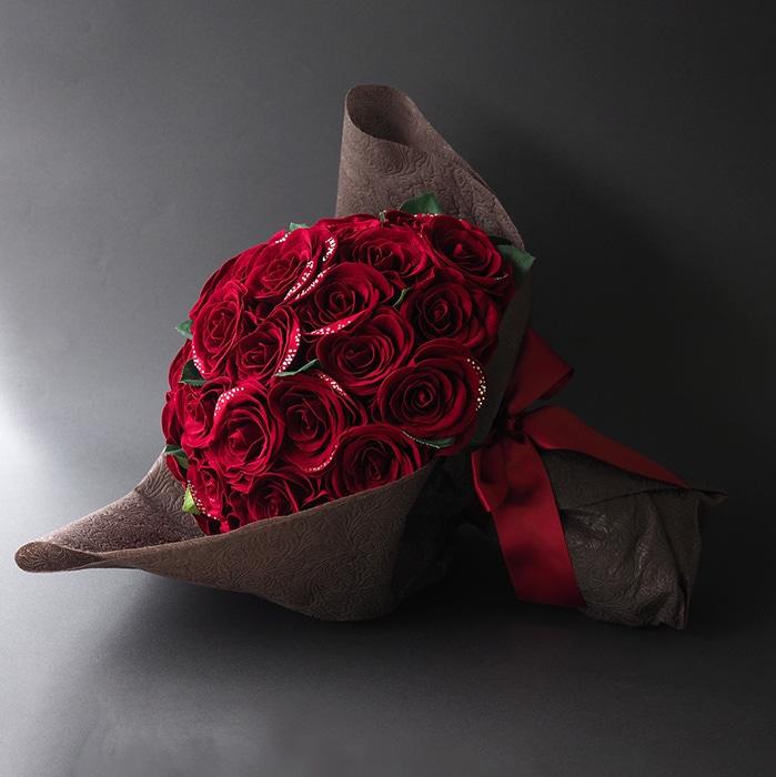 50本の赤バラ花束ダイヤモンドローズ