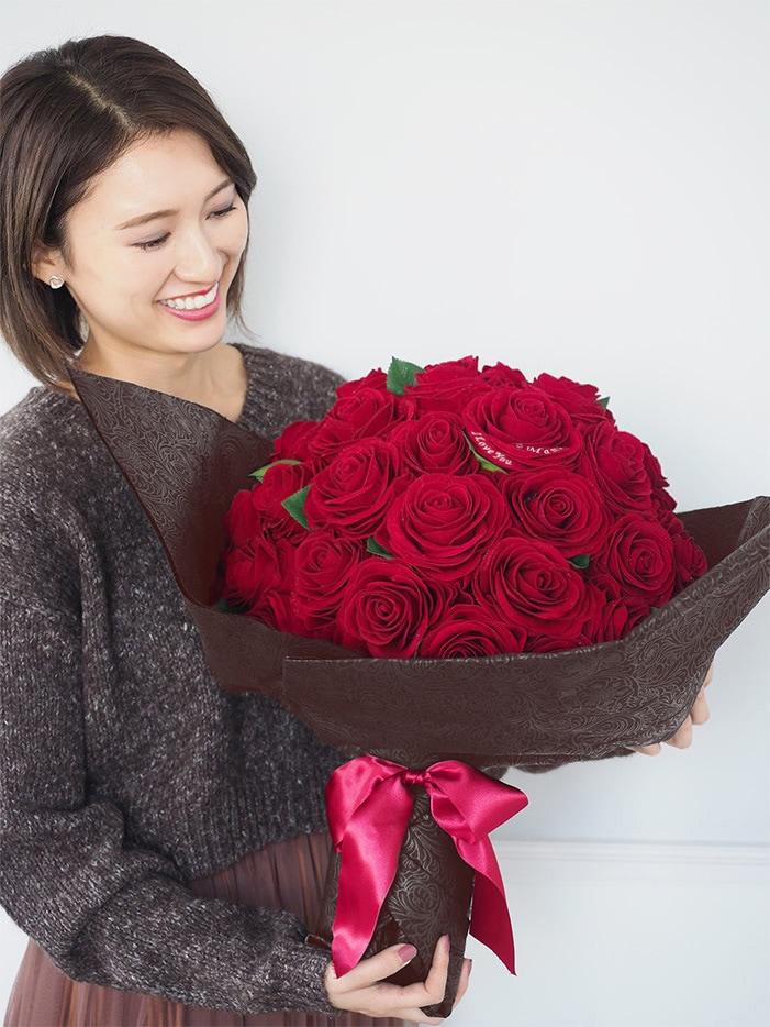 重厚感あるベルベット素材の赤バラ