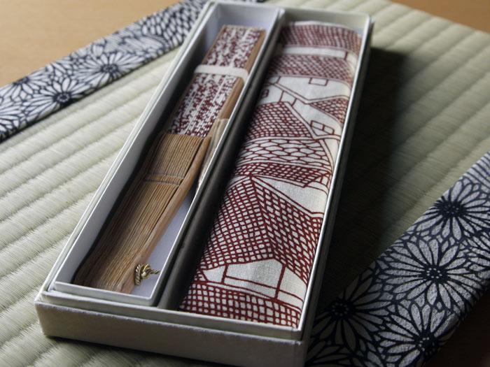 型小紋染 型小紋 ケース付 布扇子 エンジ