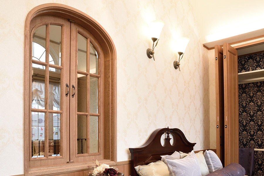 トップオーバル窓・丸枠窓