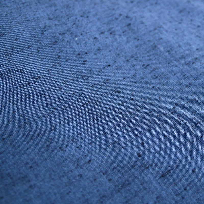 紬織りブルーの布地写真