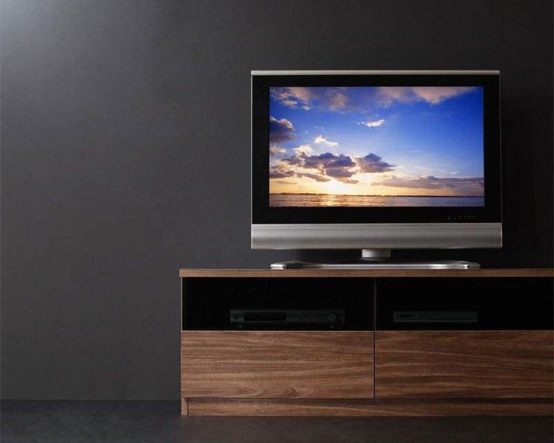 存在感のあるモダンなデザインのTVボード