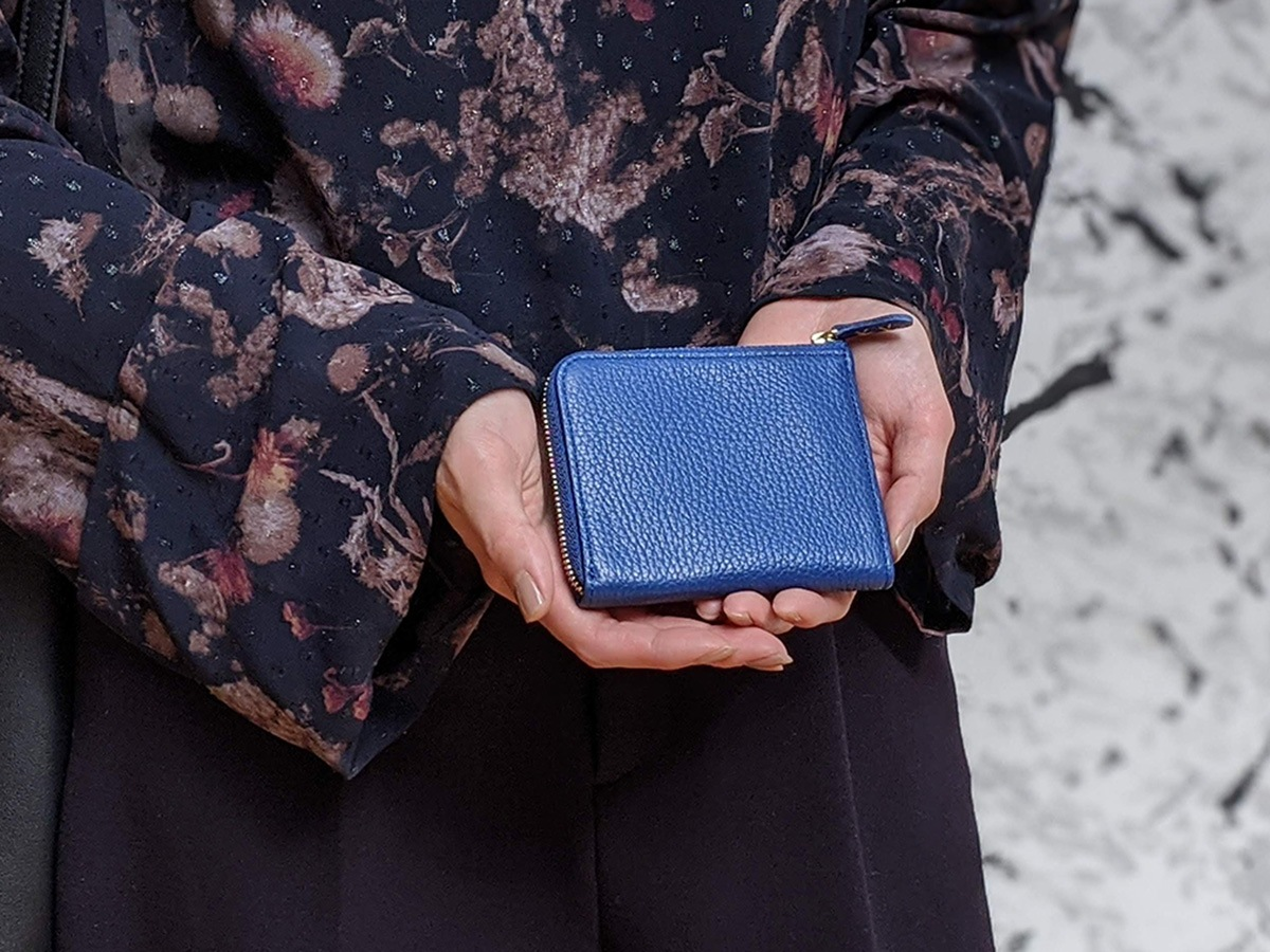 クラシックブルーの財布