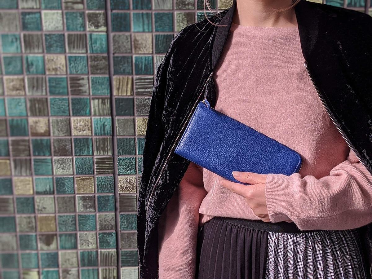 クラシックブルーの長財布