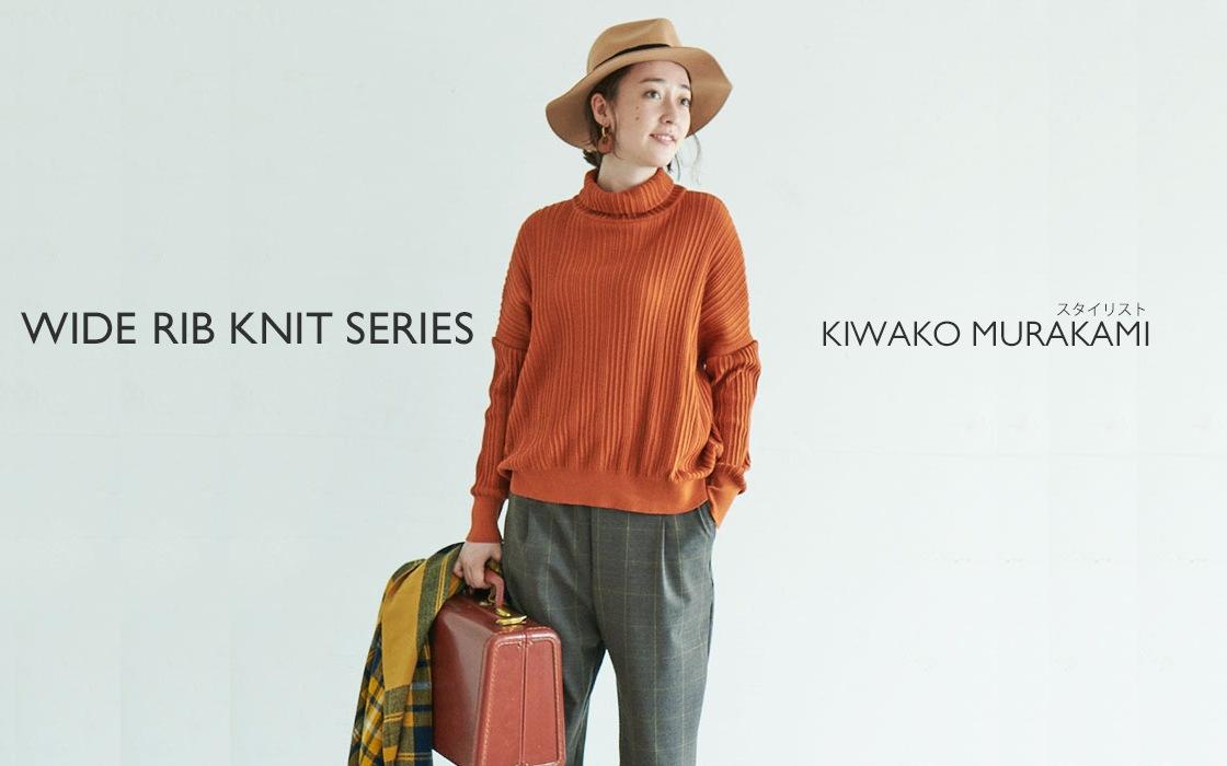 オレンジのニットを着た女性